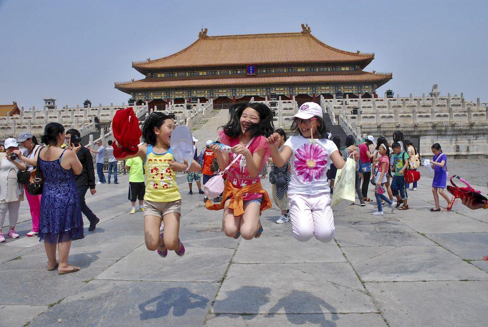 """1- Ciudad Prohibida, turistas, Pekín. Hei Ling Jiang:""""En las últimas generaciones la mujer ha cambiado mucho en China. Mi madre tiene varios negocios y los gestiona. Yo organizo el dinero en casa y esta labor es algo común entre mis amigas"""""""