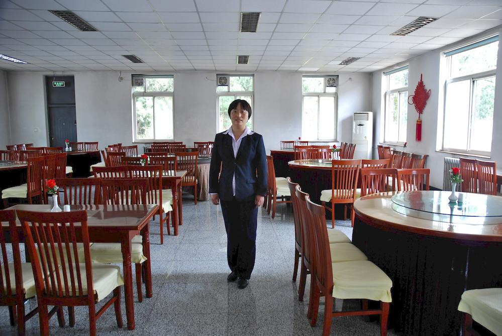 """23-Zang Chun Mei, 37 años, Encargada del restaurante Shang Ling. Pekín. """"Me gusta mi trabajo aunque es muy cansado. Vienen a comer turistas de las provincias y también de otras nacionalidades"""""""