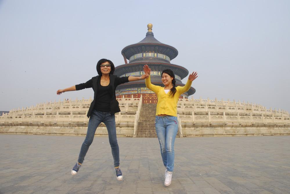"""27-Sun Rao y Han Dan, 24 años, guías turísticas, Pekín. """"Disfrutamos conociendo culturas diferentes"""""""